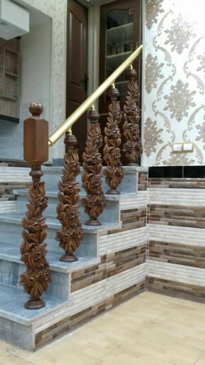 راه پله خاص و لاکچری با نرده طرح چوب